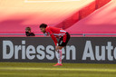 Donyell Malen van PSV treurt over de gelijkmaker van Ajax in de laatste minuten van de wedstrijd die in 1-1 eindigde.
