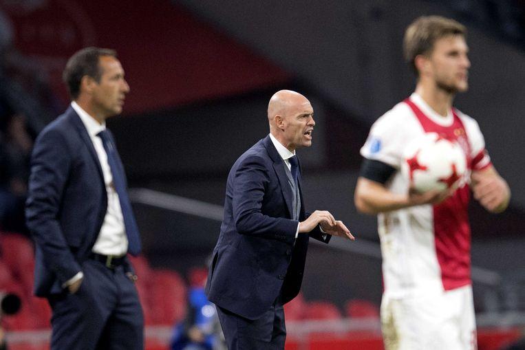 Coach Marcel Keizer van Ajax (midden).  Beeld ANP