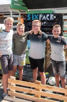 Roy (12), Sem (11), Milan (11) en Quint (12) bouwen een festivalpodium, mét dj-booth en dansvloer
