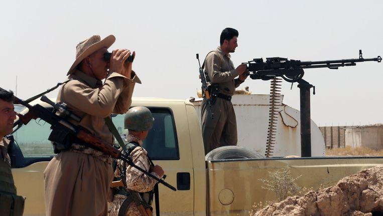 Irakese strijders bij het dorp Bashir. Beeld afp