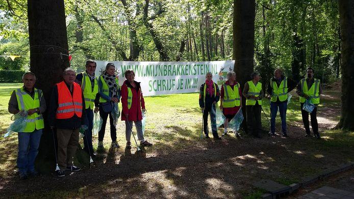 Deelnemers aan Fête de la Nature ruimen zwerfafval op in Brakkenstein.