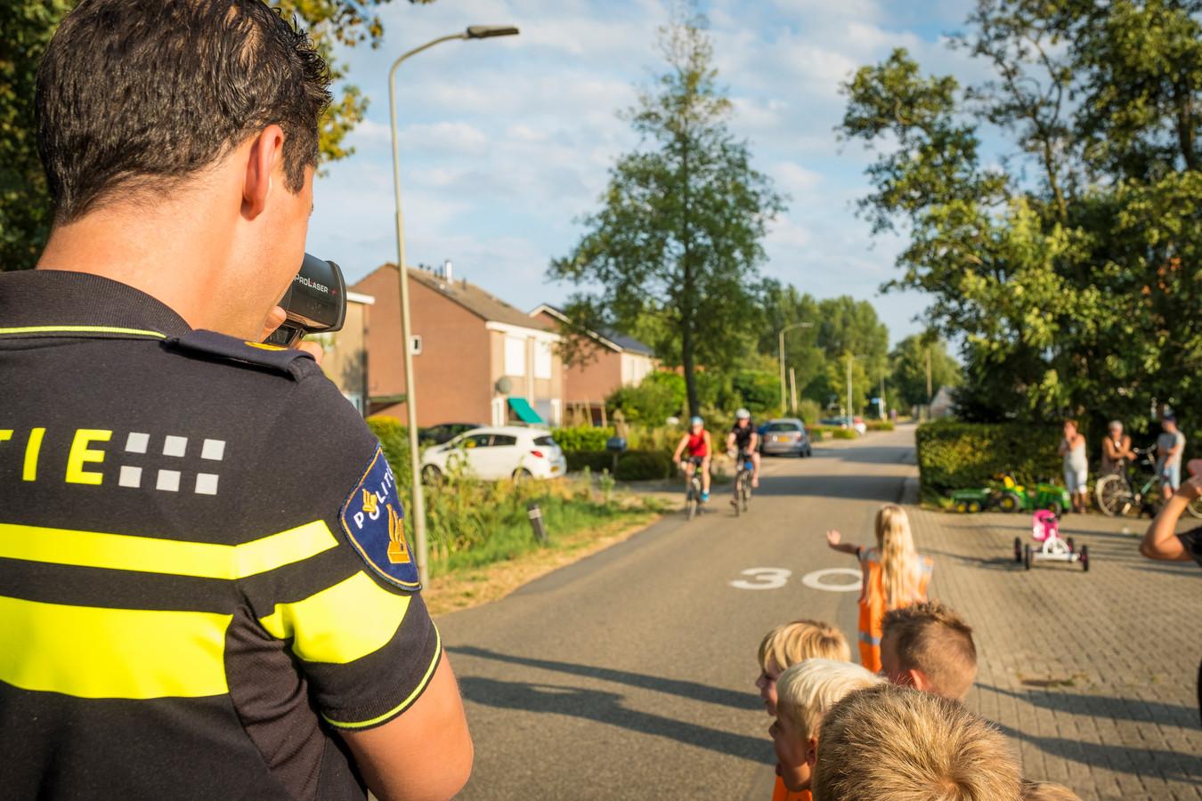 Wielrenners werden woensdagavond geflitst in Noordeinde.