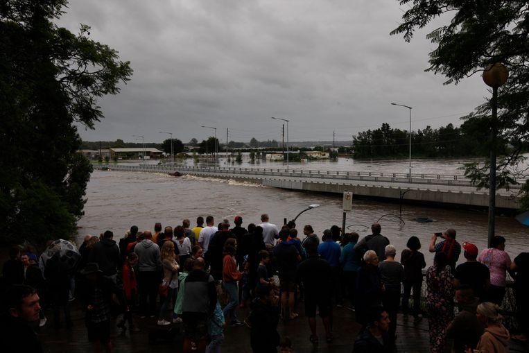 De vorig jaar gebouwde Windsor-brug over de rivier de Hawkesbury, die 'overstromingsbestendig' zou zijn, dreigt onder te lopen. Beeld Dean Sewell / Oculi Photos