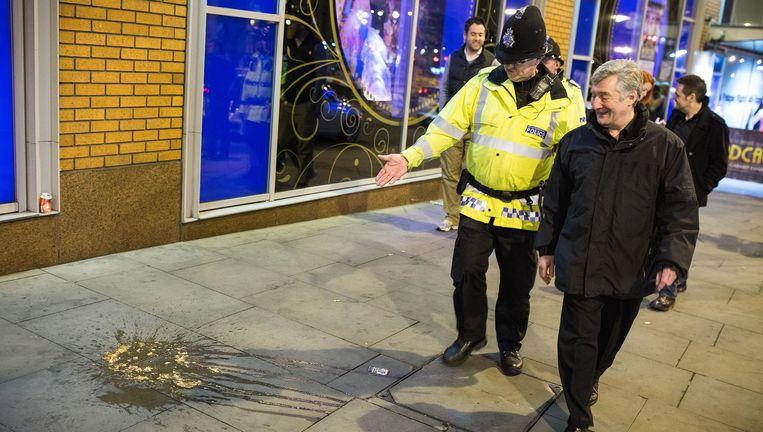 Tony Lloyd (R) op nachtelijke patrouille met de politie in Manchester, mei 2013. Beeld null