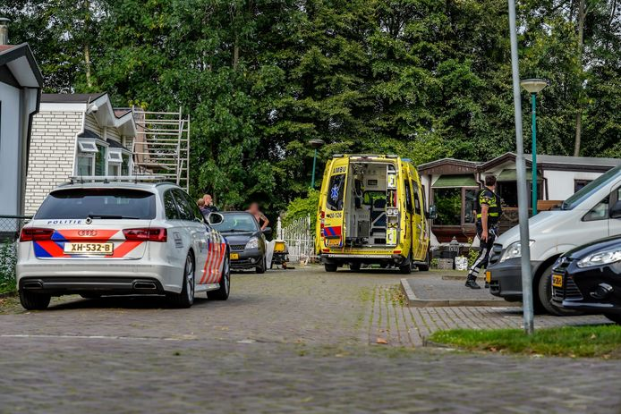 Aan het woonwagenkamp aan de Veldekens in Bavel is een man geschoten in zijn been.
