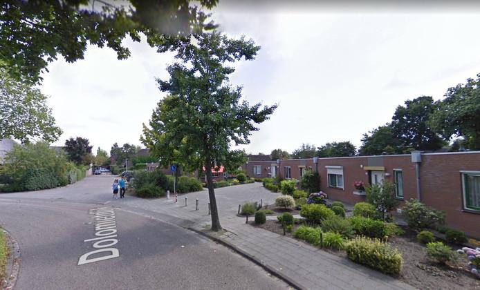 De Dolomietdijk in Roosendaal. Volgens de VLP gingen hun vragen specifiek over het hofje met seniorenwoningen. 'Als we dat niet goed duidelijk hebben gemaakt, dan bieden we daar onze excuses voor aan', aldus VLP-leider Arwen van Gestel.