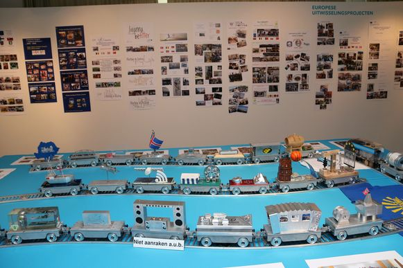 De 'Train for Europe', een project uit 2009 waaraan 24 scholen uit heel Europa deelnamen. Sint Jozef maakte de locomotieven, waarna er door elke school een wagonnetje vervaardigd werd als symbool staat voor hun land of regio.
