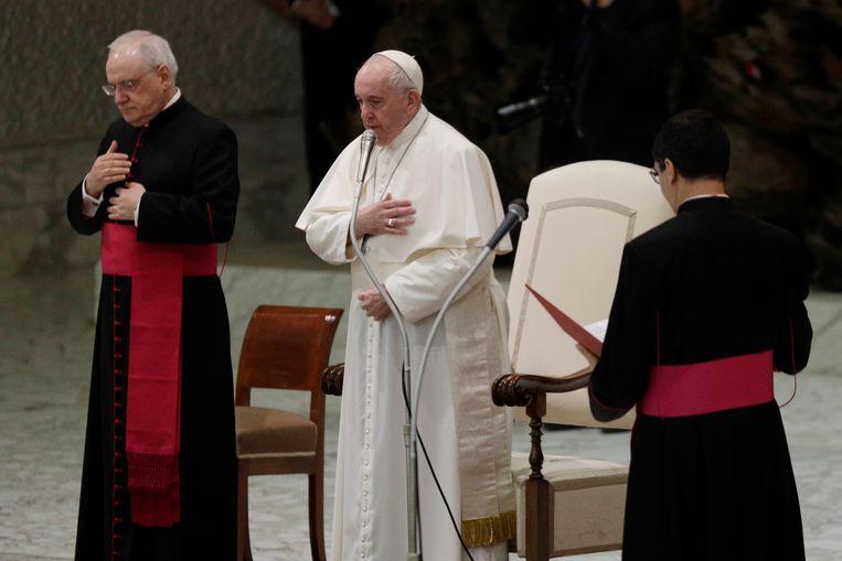 Paus Franciscus (midden). Beeld AP