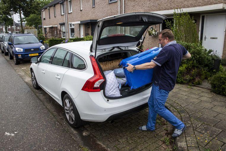Bewoners van de wijken rond de Hambeek pakken snel hun koffers. Beeld ANP