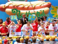 Les plus gros mangeurs de hot-dogs conservent leur titre