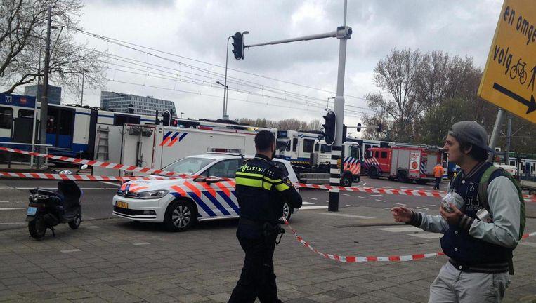 Volgens de politie zat de vrouw enige tijd onder de tram bekneld Beeld Het Parool