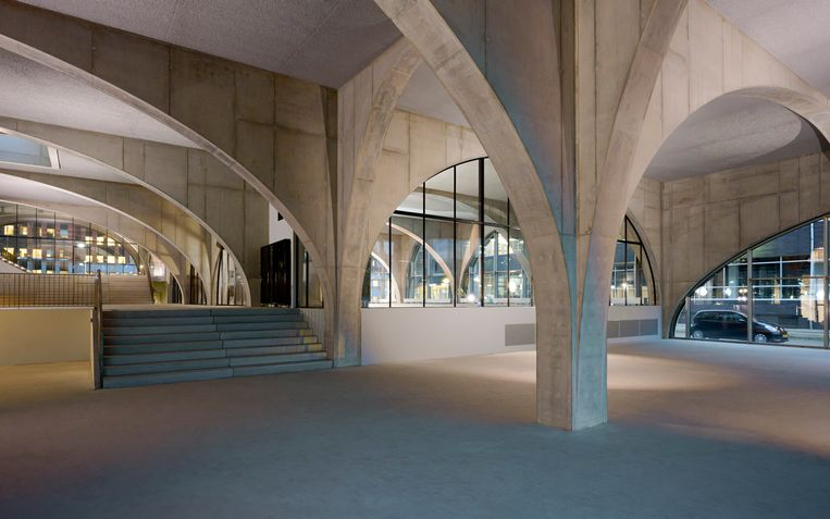 Een grandcafé? Een restaurant? Een concertpodium? Alles is mogelijk in de open ruimte. Beeld Frans Parthesius