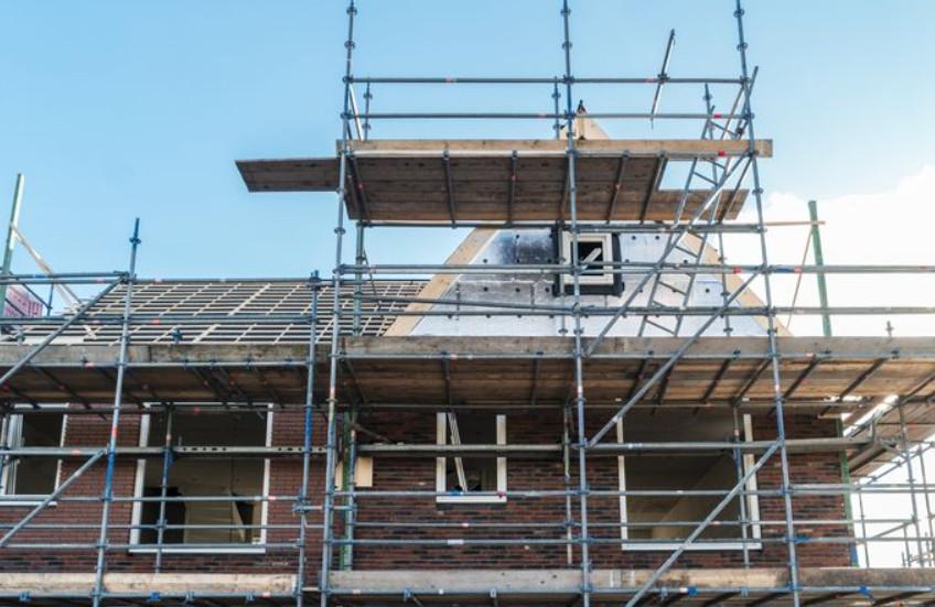 Nieuwbouwhuizen verkopen nog altijd goed, blijkt uit cijfers van NVB-bouw.