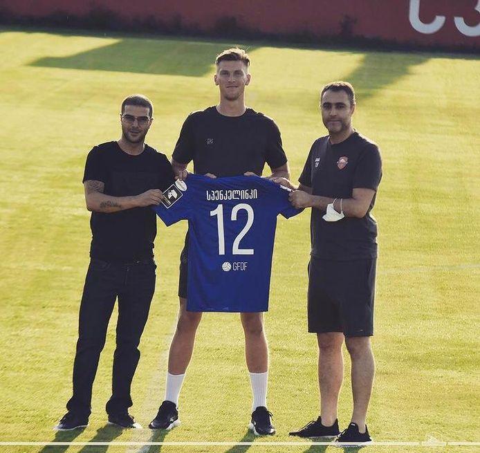 Mark Spenkelink met het shirt van FC Locomotive Tbilisi. Zijn naam op het tenue is geschreven in het Georgisch.