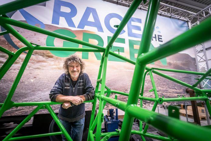 Valkenswaard ED2021-9255 Een club mensen bouwt aan een buggy die rijdt op waterstof. Ze willen mee doen aan de Dakar rally. *Raoul Jacobs* (op de foto) is de coureur.