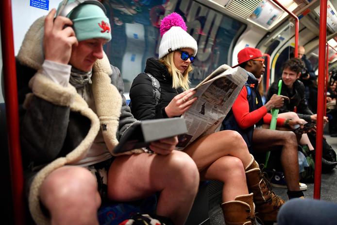 De benen koud maar het hoofd warm, krantje of tablet erbij.