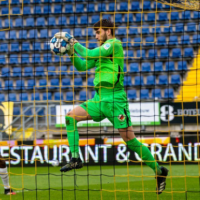 Doelman Maarten Paes van FC Utrecht zorgde ervoor dat zijn ploeg kort na rust niet op achterstand kwam.