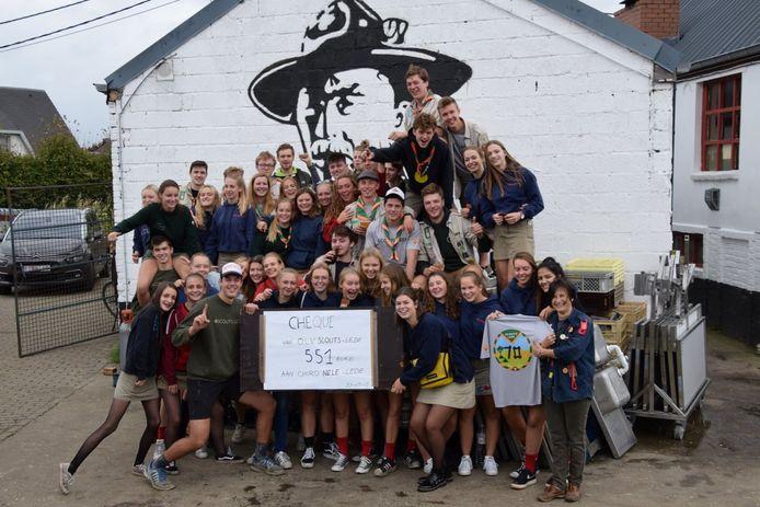 Scouts Lede schonk een cheque van 551 euro aan Chiro Nele Lede.