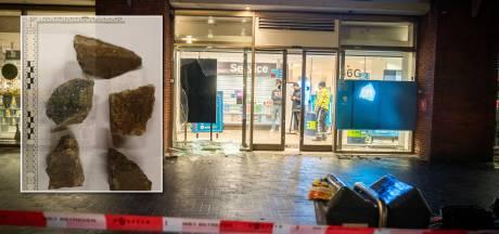 Rechercheurs bij Albert Heijn in Utrecht bekogeld: 'Gelukkig konden ze de stenen ontwijken'
