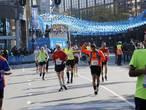 Studenten Fontys juichen bij elke kilometer Eindhoven Marathon