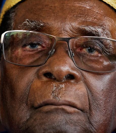 Lokale afdelingen vragen Mugabe op te stappen