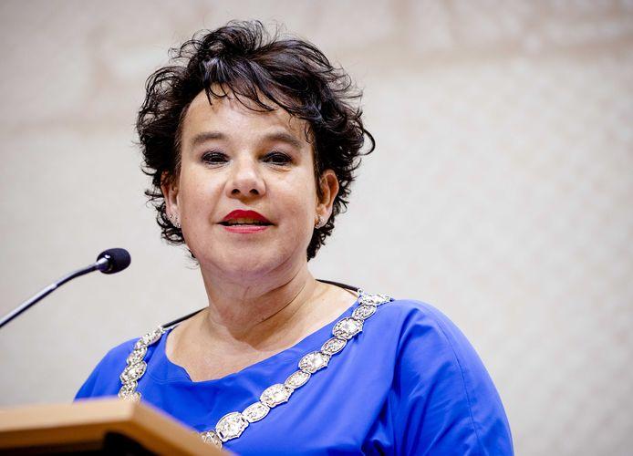 Burgemeester Sharon Dijksma tijdens de presentatie van het boek Slavernij en de stad Utrecht.