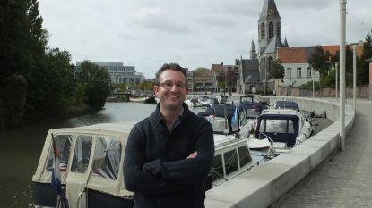 Gemeenteraadslid Steven Van de Putte stelt eerste poëziebundel 'Moederstad' voor