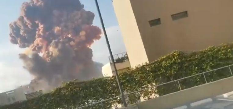 Enorme ontploffing in Beiroet. Beeld Twitter