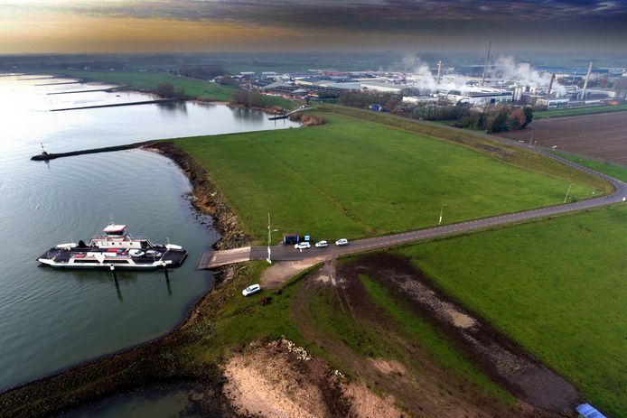 De Waaldijk ter hoogte van het veer Brakel-Herwijnen. Foto ter illustratie.
