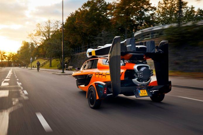 De Nederlandse vliegende auto PAL-V kan nu op kenteken worden gezet