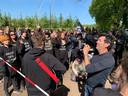 Actievoerders bij de boerderij in Boxtel.