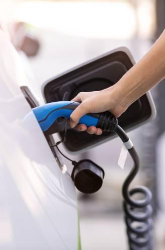 """""""We zien het prijsverschil nu al afnemen"""": waarom je met een elektrische wagen uiteindelijk misschien méér bespaart"""