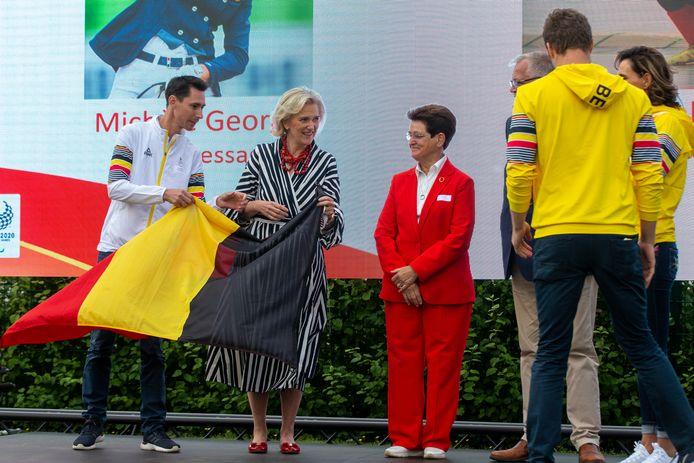 Delegatieleider Olek Kazimirowski (links) met onder meer prinses Astrid (centraal) tijdens de voorstelling van de Belgische paralympiërs voor Tokio.