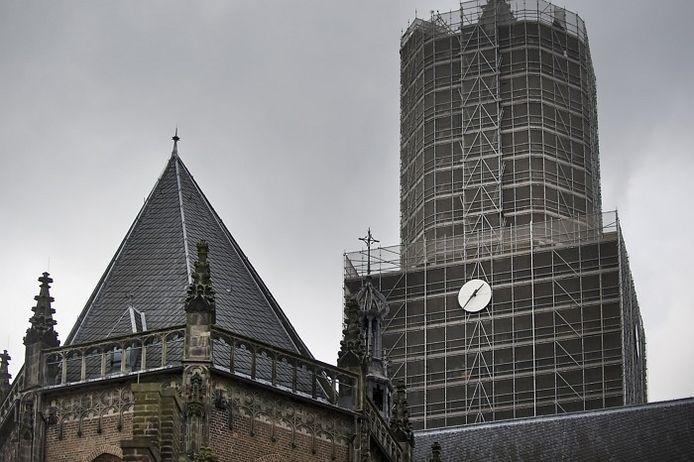 De klok op de toren van de Eusebiuskerk in Arnhem. foto Marina Popova