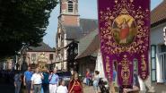 Heilige Sacramentsprocessie trekt door Sombeke