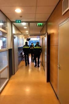 Politie vindt illegaal vuurwerk bij grote kluisjescontrole op Pax Christi College