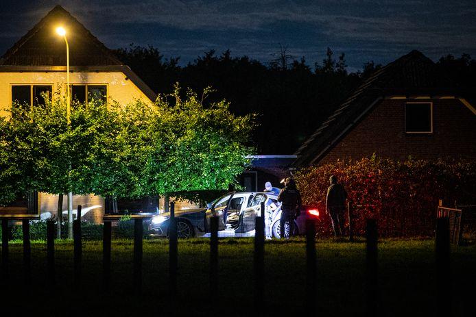 Een arrestatieteam pikte Remco H. afgelopen augustus nog op, nadat die iemand zou hebben bedreigd met een vuurwapen. In zijn woning en op zijn erf vond de politie in mei 2018 een fors wapenarsenaal.