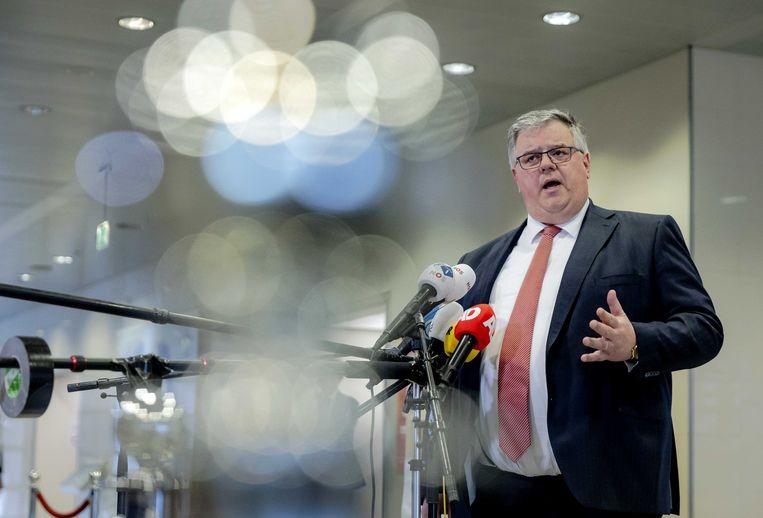 Voorzitter Hubert Bruls staat de pers te woord na het Veiligheidsberaad. Beeld ANP