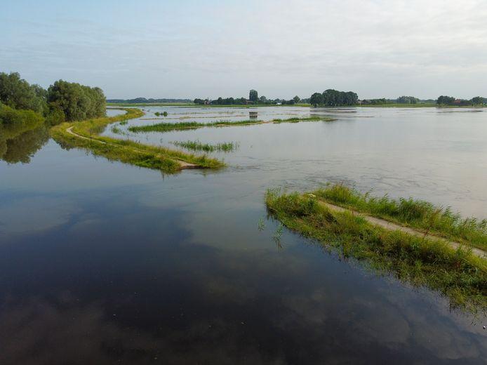 Een complete verrassing: de zomerdijk langs het Apeldoorns Kanaal is over een afstand van 15 meter weggespoeld.