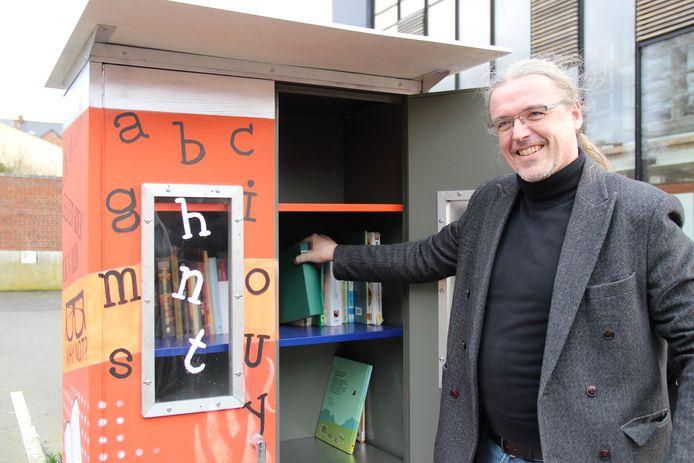 Bart Demeestere is blij met eerste de boekenruilkast in Ronse.