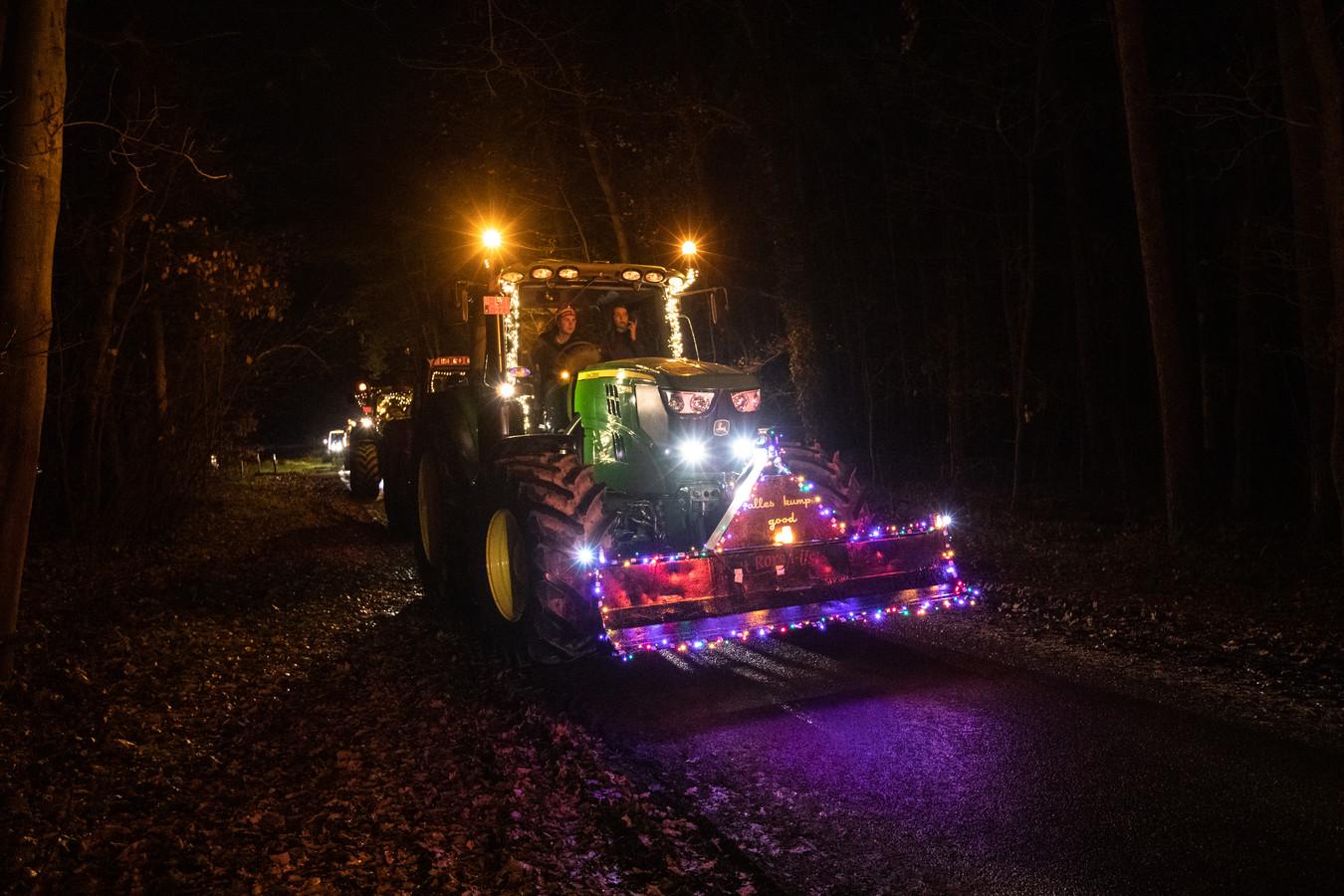 Afgelopen zaterdag trokken 60 tractoren langs zorginstellingen in Maaskant om bewoners en het zorgpersoneel te steunen.
