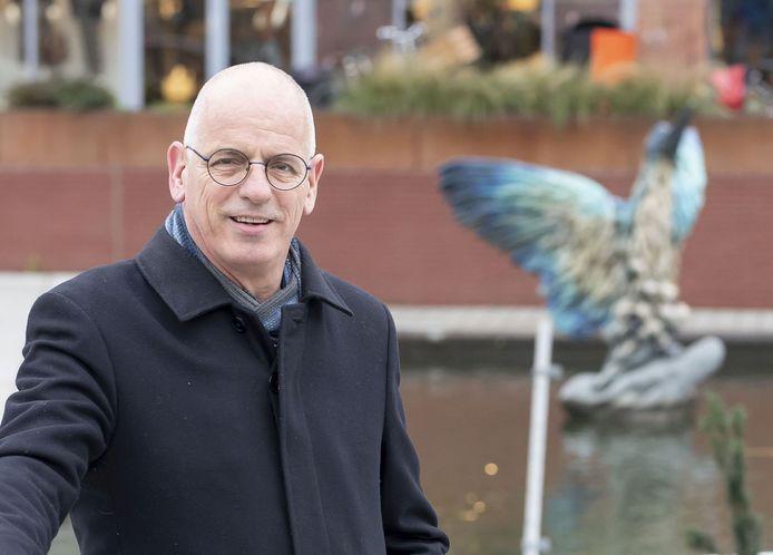 Wethouder Jan Martin van Rees, ook verantwoordelijk voor scheefliggende stoeptegels. De gemeente is bezig met een controle- en opknapbeurt voor trottoirs.