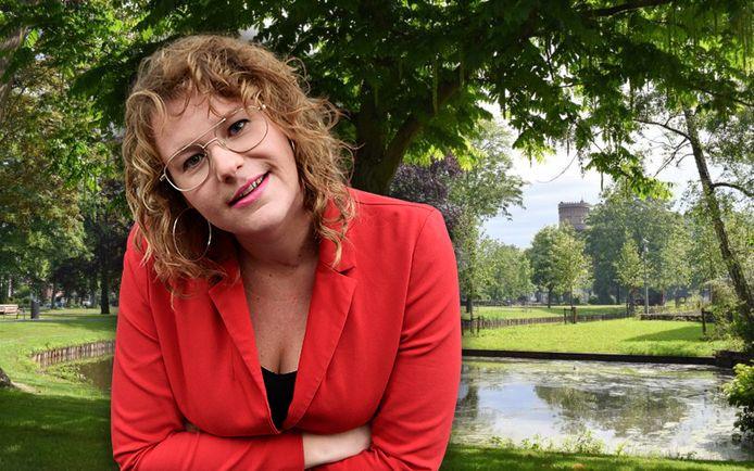 Columnist Kiki Schippers met het Westdampark op de achtergrond.