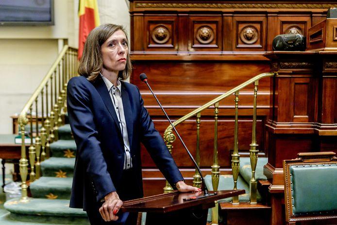 Sara de Roo als premier Annemie Hillebrand in 'Black-out'.