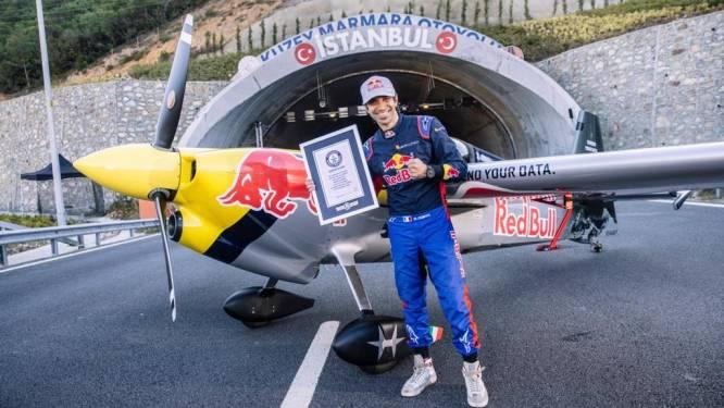 Personne ne l'avait jamais fait: il traverse deux tunnels en avion à 245 km/h
