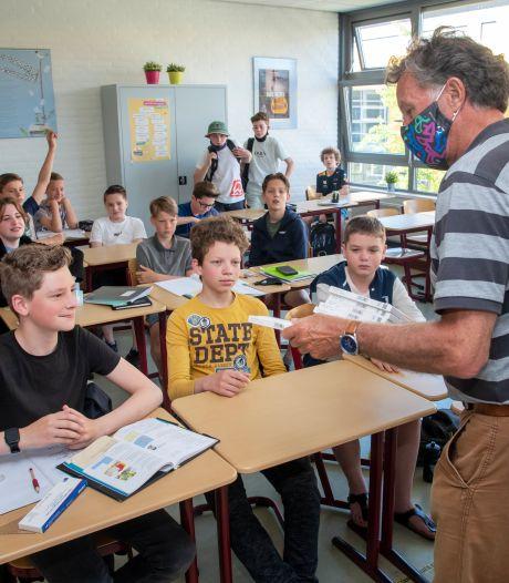Middelbare scholen strooien met zelftests, maar: 'Ik steek echt niet twee keer per week stokje in mijn neus'