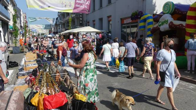 Geen bellenman of kippenworp, wel kraampjes tot in de Tolpoortstraat: jaarmarkt lokt massa volk