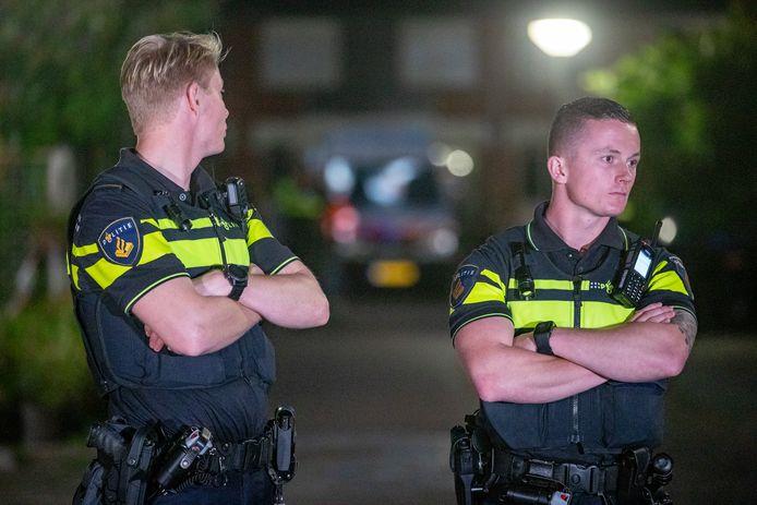 Politie doet onderzoek bij een woning op de Heimerstein, na een schietincident waarbij meerdere slachtoffers zijn gevallen