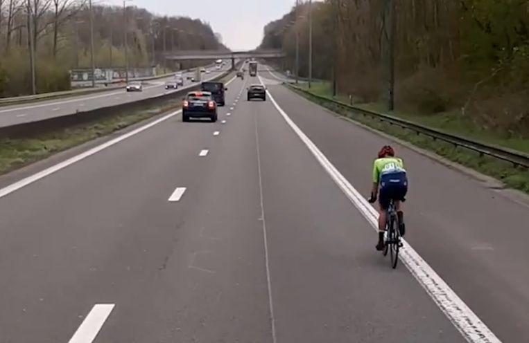 Olivija Baleisyte kwam tijdens de Brabantse Pijl per ongeluk op de Brusselse ring terecht. Beeld rv