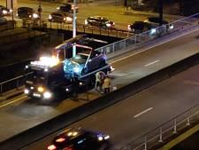 Lichtgewonde bij kettingbotsing op viaduct